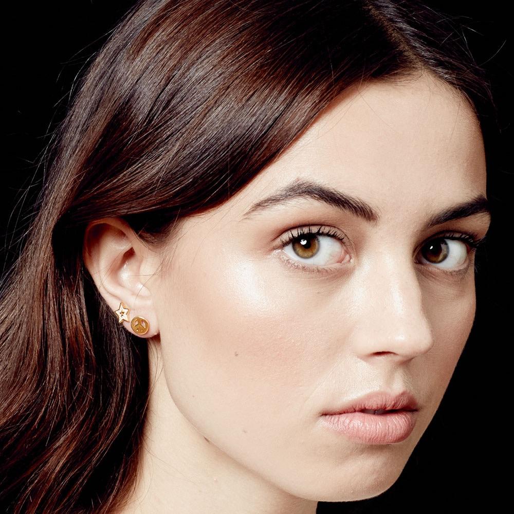 Single Mini Peace Biography Stud Earring